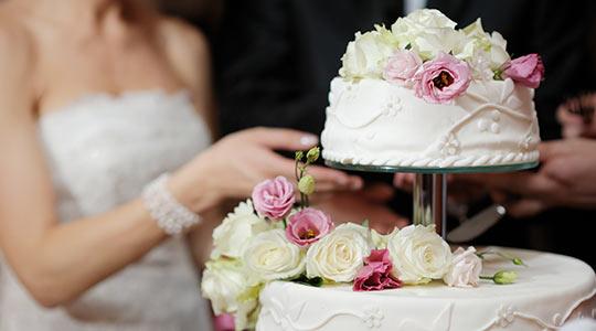 торт выносит ведущий