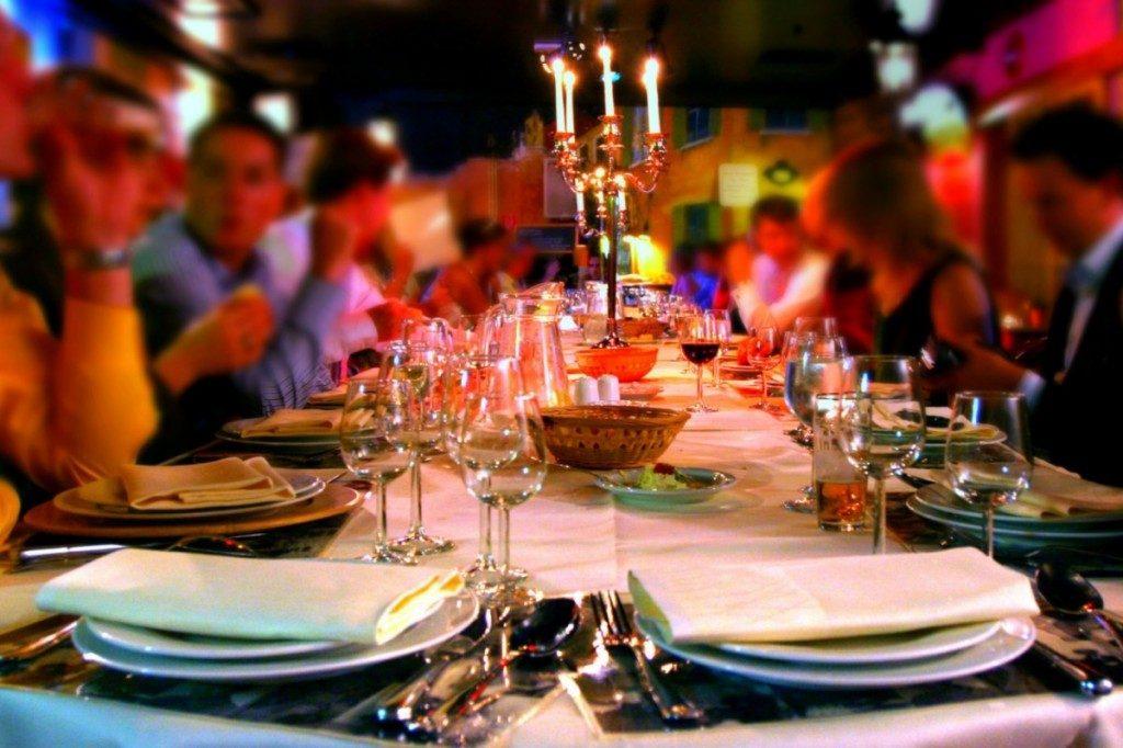 бронирование столиков производится по предварительной заявке